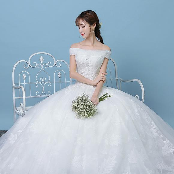森系白色婚纱礼服 新款冬天简约新娘结婚一字肩韩版轻旅拍礼服