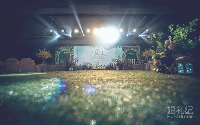 小马灯10个,电子蜡10个   ⑤罗马栏杆3组  ⑥排花6米  灯光舞美 婚礼