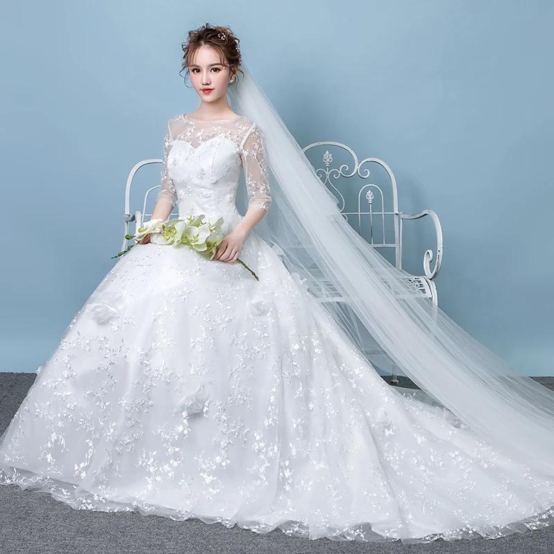 奢华新娘拖尾婚纱_发型设计
