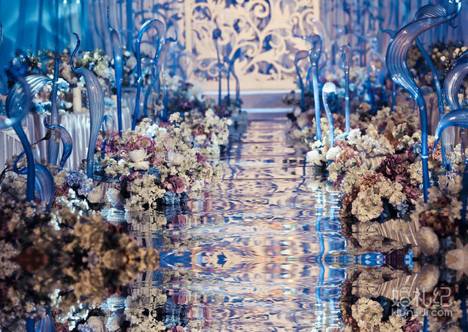 爱尚婚礼淡蓝海洋镜面t台设计