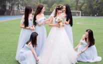 在婚礼上,总有一个瞬间,人们心怀真诚,心中满是爱