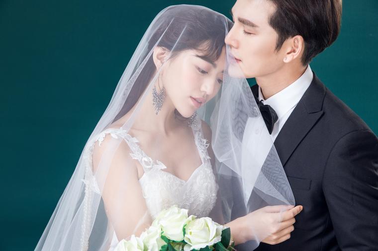 【进部摄影】--郑州简约内景婚纱照