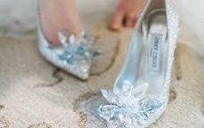 白色婚纱配什么颜色的鞋子 灰姑娘到公主的华丽变身