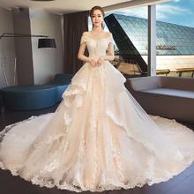 强烈的层次感!2018新款新娘拖尾公主梦幻赫本一字肩女显瘦