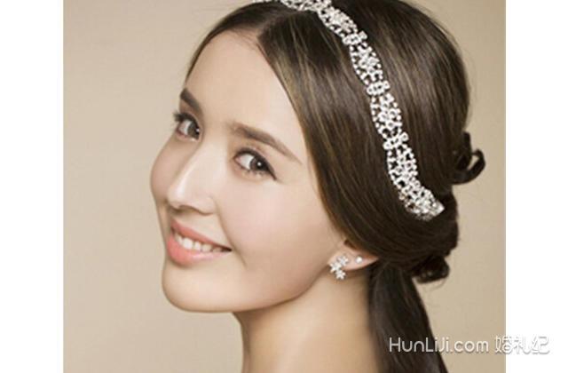 结婚攻略 新郎新娘 新娘发型 内容  一,韩式新娘发型:低马尾扎发发型