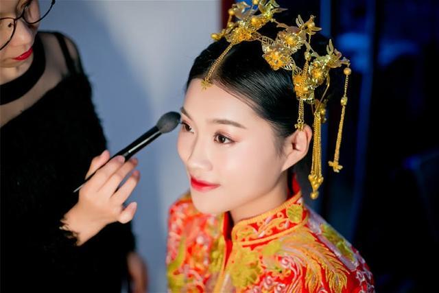 新娘化妆师一天多少钱