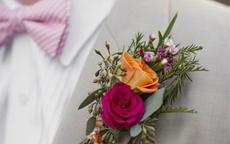 结婚胸花戴哪边 新郎新娘胸花怎么戴