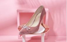 粉色高跟鞋配什么衣服