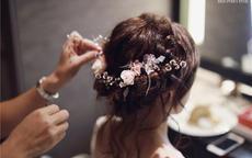 新娘头饰要自己买吗?新娘头饰有哪些款式合适