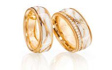 你知道结婚戒指女人应该戴哪只手上吗