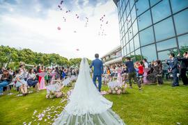 湖畔草坪婚礼