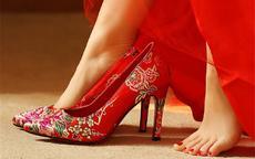 结婚新娘穿什么颜色的鞋子