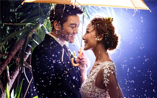 拍婚纱下雨怎么办