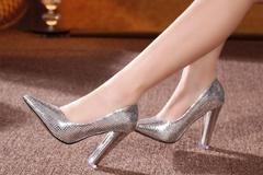 伴娘穿什么鞋子好