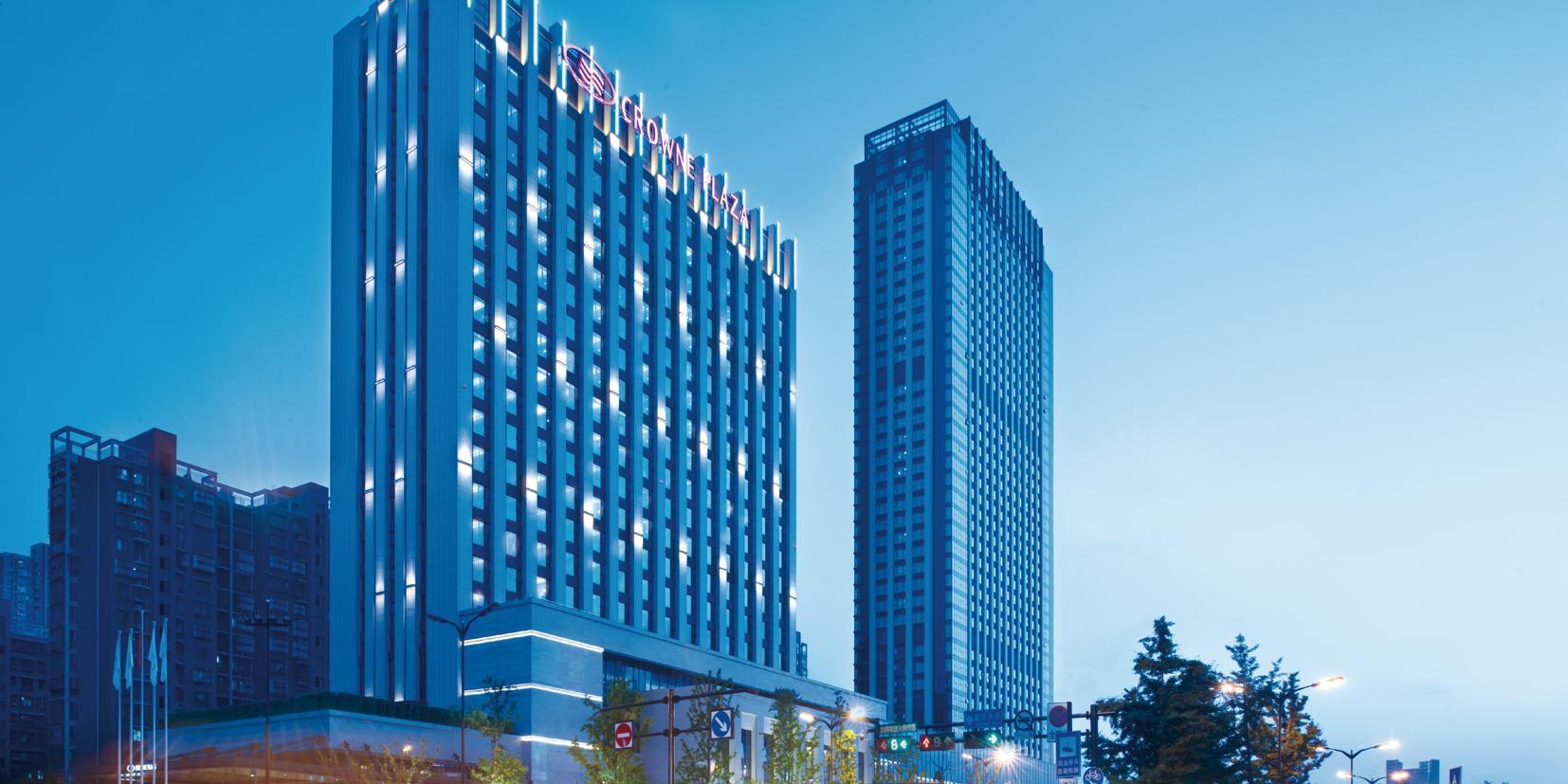 龙湖皇冠假日酒店