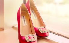 订婚穿什么颜色的鞋子  女方订婚穿什么鞋子