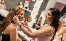 婚纱影楼化妆师好做吗