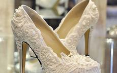 白色婚纱配什么鞋