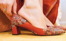 婚鞋买什么颜色的