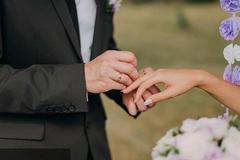 结婚戒指戴哪个手指 男女戴法一样吗