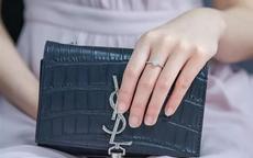 女生中指戴戒指是什么意思