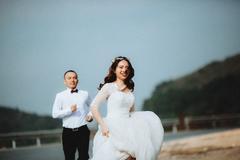 女性参加婚礼能穿白色