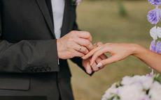婚戒戴哪只手女方正确戴法