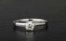 订婚戒指哪个牌子好