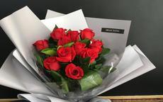 第一次见女朋友送什么花