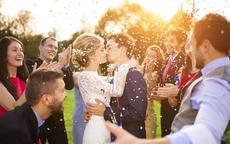 适合婚礼上唱的歌祝福 30首最美结婚祝福歌曲