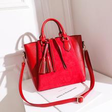 红色包包女2018新款潮冬时尚百搭大容量斜挎手提包新娘包包结