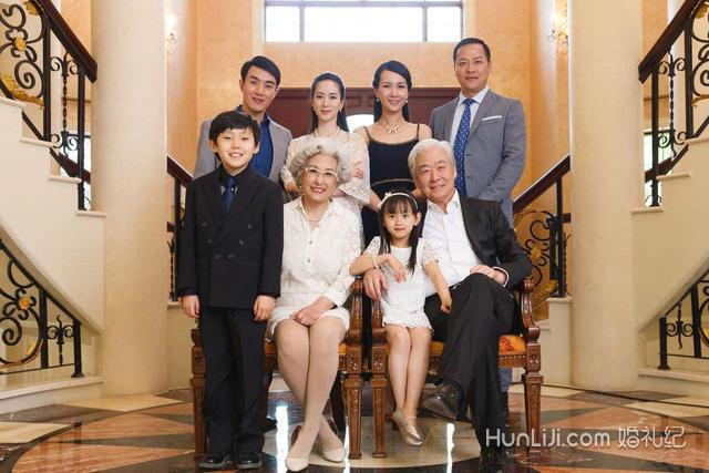 拍婚纱照 注意事项 内容    3,背景的选择 如果是在室内拍摄全家福,拍
