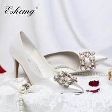 白色缎面珍珠方扣钻尖头高跟婚鞋