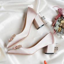 2种跟高可选 水钻方扣缎面香槟色粗跟婚鞋