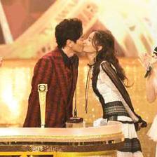 萧正楠黄翠如在巴厘岛举行了婚礼,俩口子真的很甜