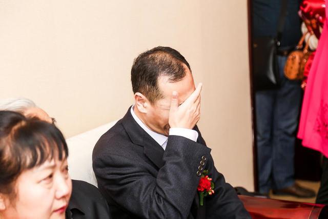 父亲婚礼上落泪