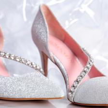 为什么婚鞋不能穿回娘家