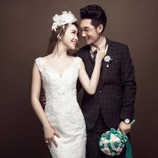 工作室拍婚纱照和影楼哪个好?