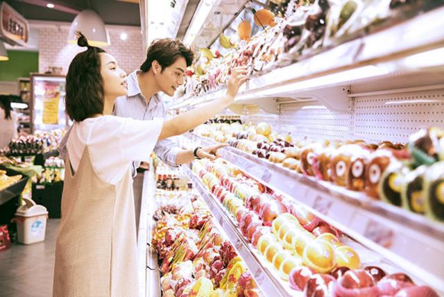 超市情侣写真