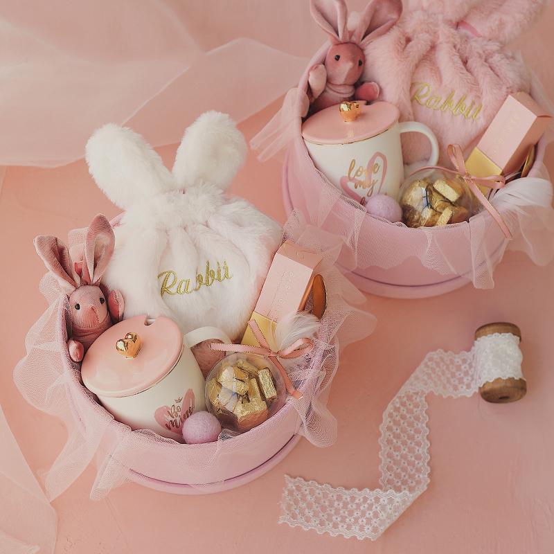 粉色的梦丝绒轻奢圆盒伴手礼