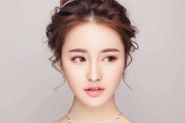 韩式新娘妆的特点 8步打造完美韩式新娘妆容图片