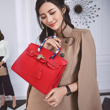 时尚大气百搭红色凯莉包