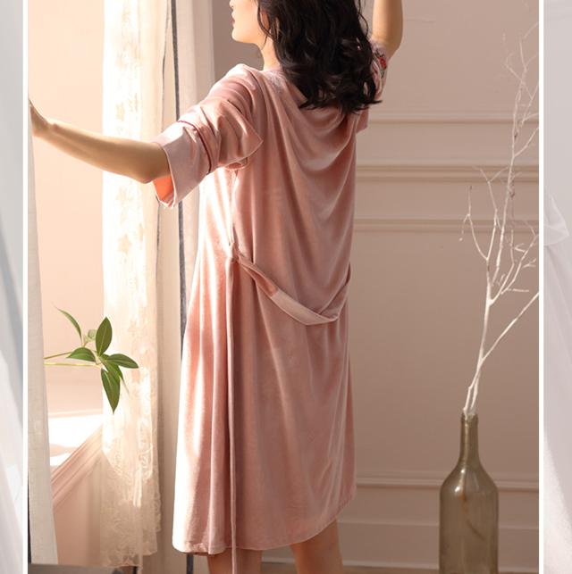 开襟系带的睡袍