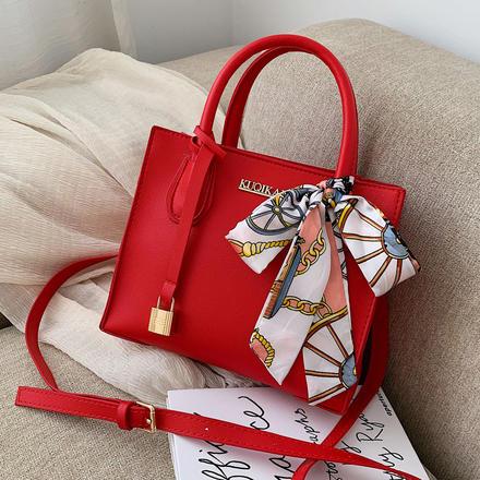 蝴蝶结丝巾精致锁扣配饰红色小方包婚包