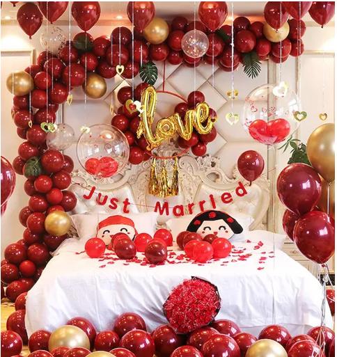 红色婚房气球搭配照片