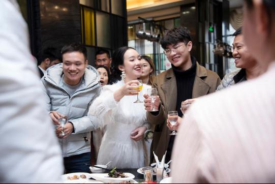 下载app领彩金37必拍——新人敬酒