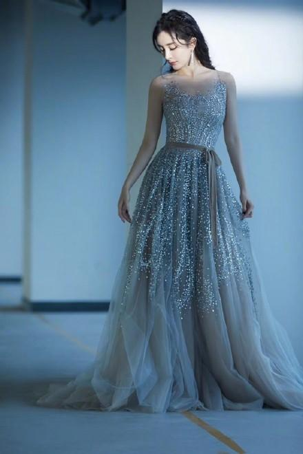 大胸适合的婚纱