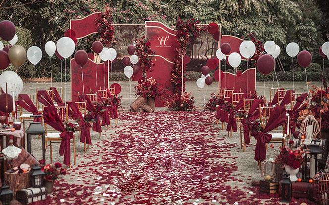 【一价全包】鲜花+布置 全新推出户外红色复古婚礼