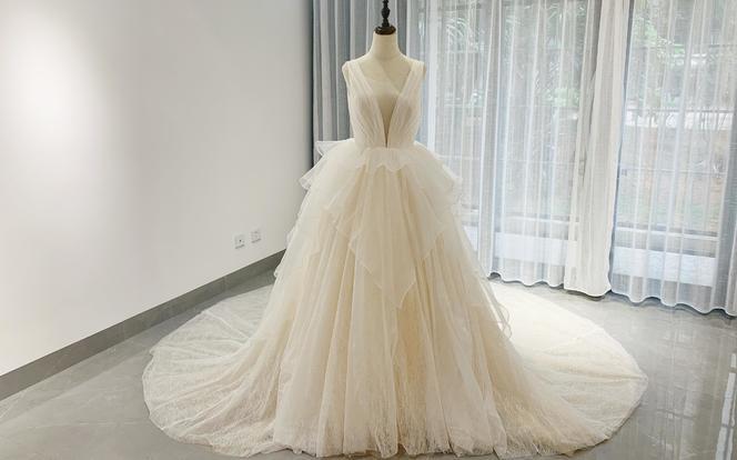 闪亮款 大VA大漏背打造时髦新娘