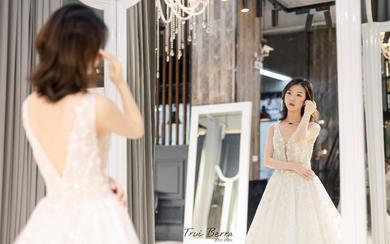 出门纱 迎宾纱丨时尚深V露背款蕾丝花卉轻婚纱